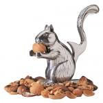 nutty_squirrel_nutcrack_01