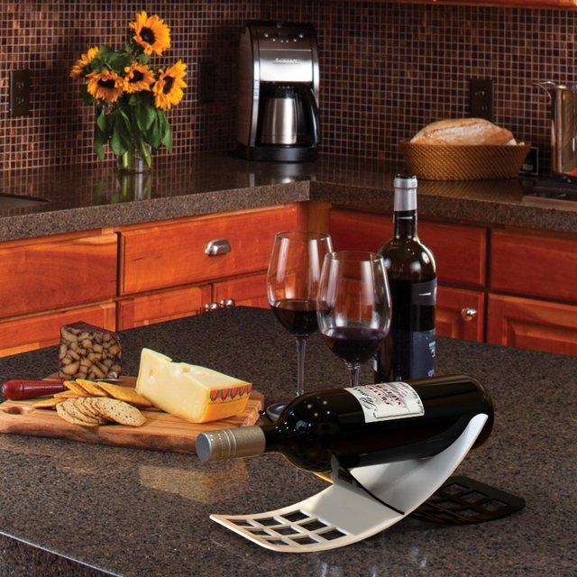 Echo wine bottle holder