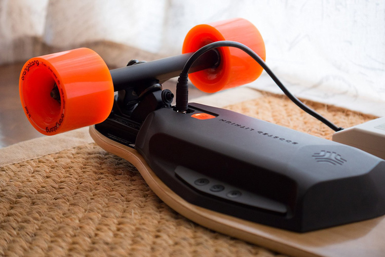 Boosted Dual+ 2000W Electric Skateboard Charging