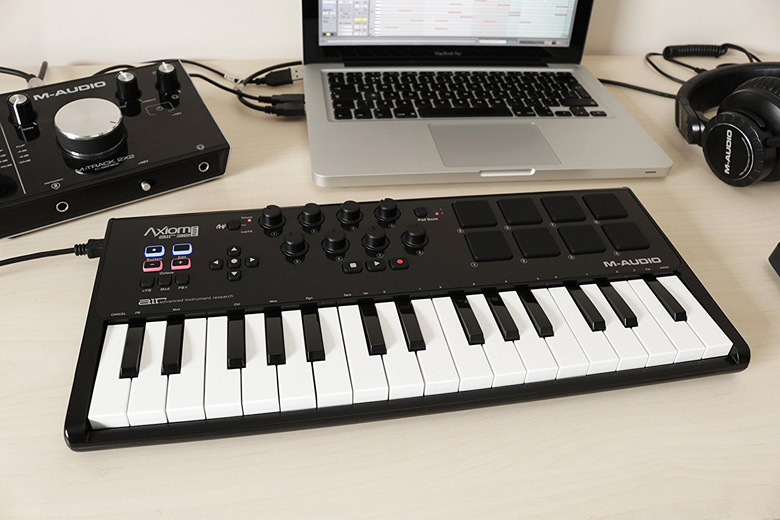 m audio axiom air mini 32 usb midi keyboard. Black Bedroom Furniture Sets. Home Design Ideas
